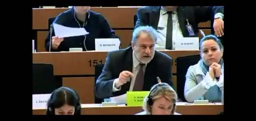 Ο Νότης Μαριάς καταγγέλλει στην Ευρωβουλή το νέο μνημόνιο και τους εκβιασμούς των ηγετών της Ευρωζώνης.