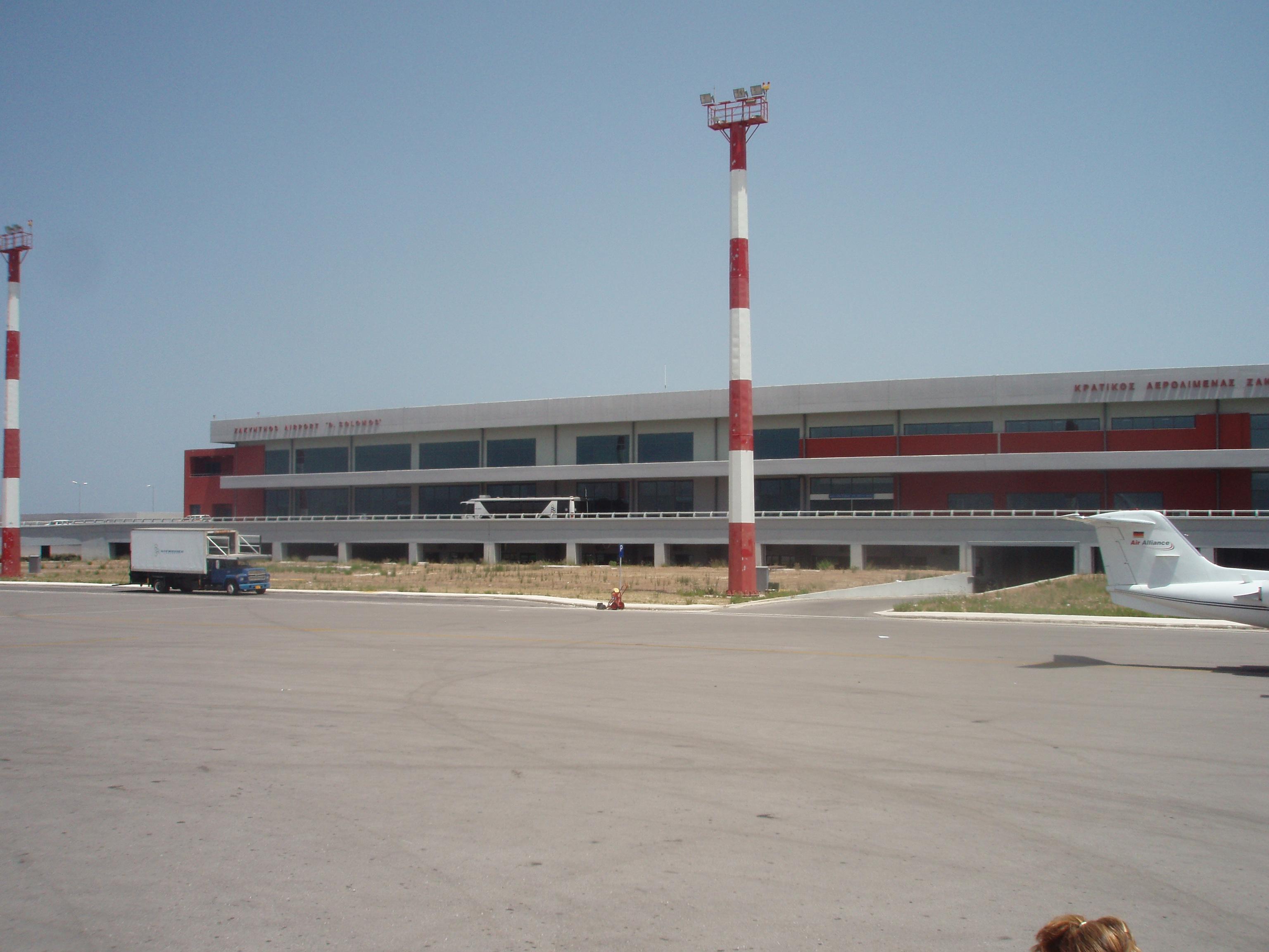 Μετά το χαράτσι των 13 ευρώ σε κάθε εισιτήριο η Κομισιόν αρνείται πλέον και τα αυτονόητα σε σχέση με την παραχώρηση των 14 περιφερειακών αεροδρομίων στη Fraport