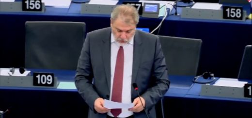 Ο Νότης Μαριάς καταγγέλλει στην Ευρωβουλή την παραβίαση των δικαιωμάτων των Ελλήνων πολιτών που αρνούνται να λάβουν τον ΑΜΚΑ