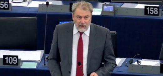 Νότης Μαριάς καταγγέλλει στην Ευρωβουλή ότι η λιτότητα αποτελεί παραβίαση των ανθρωπίνων δικαιωμάτων