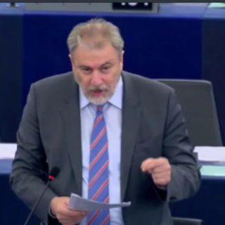 Ο Νότης Μαριάς καταγγέλλει στην Ευρωβουλή τις αυθαιρεσίες κατά των Ελλήνων επιβατών στα γερμανικά αεροδρόμια